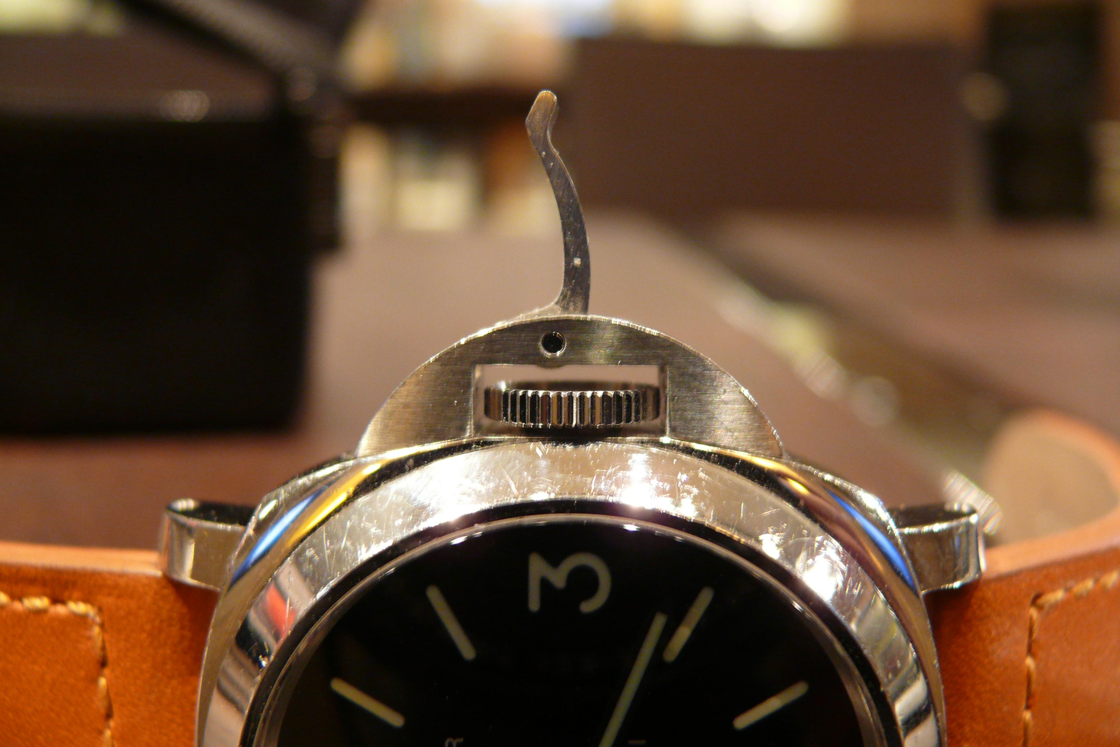 時計修理の千年堂に持ち込まれるリューズのトラブ …