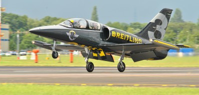 Breitling_Jet_Display_Team_-_Farnborough_Airshow_2012