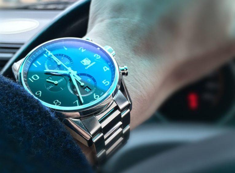 new product 9d135 652a8 20代30代必見!初めてのメンズ高級腕時計にはタグホイヤーの ...